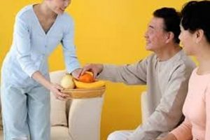 Giúp việc chăm sóc người già