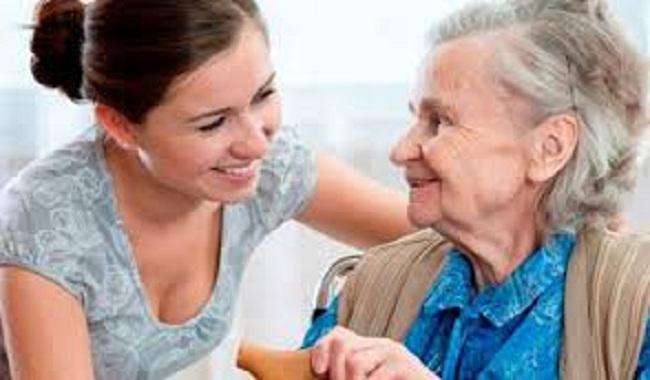Giúp việc chăm người già